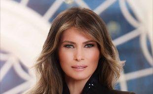 Melania Trump photographiée à la Maison Blanche pour son premier portrait officiel.