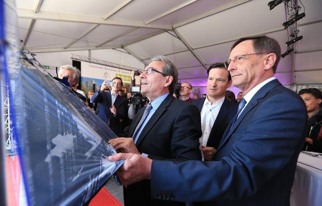 Strasbourg le 2 mai 2016. (De g à d) Roland Ries, Guillaume de Montplanet et Robert Herrmann devant l'oeuvre de R.Werlé, Roys32 et J.May, 3 graffeurs ont gravé dans le plexi le lancement du Quartier d'Affaires International