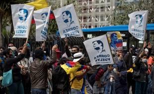 Des supporteurs de l'ancien président équatorien Rafael Correa devant la Cour de Justice à Quito, le 7 septembre 2020.