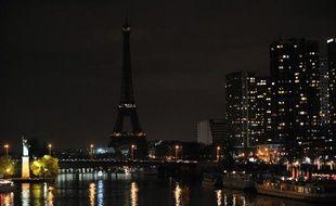 Paris aussi a joué de le jeu d'«Une heure pour la planète» et a éteint les lumières de plusieurs monuments comme la Tour Eiffel ou le palais de l'Elysée.