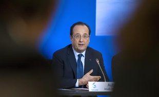 François Hollande lors d'un discours àAubervilliers, à l'occasion de la signature de contrats de génération entre l'Etat et le groupe Solvay, le 28 novembre 2013.