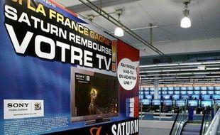 La campagne de publicité pour des téléviseurs dans un magasin Saturn de Rosny, le 11 mai 2010.