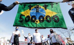 Manifestation à Brasilia le 19 juin 2021 pour protester contre la gestion de la crise sanitaire par le président du Brésil Jair Bolsonaro.