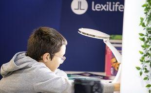 Lexilight, la première lampe d'aide à la lecture pour les dyslexiques.