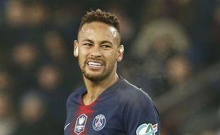 Neymar souffrirait d'un trait de fracture au pied.