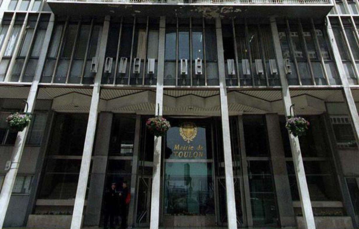 La mairie de Toulon (Var) en 1998. – TSCHAEN / PARIS CLAUDE / SIPA