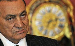 Hosni Moubarak, 84 ans, qui a été déclaré mardi soir en état de mort clinique, a dirigé l'Egypte sans partage pendant trois décennies avant d'être renversé par la rue début 2011, puis condamné à la prison à vie pour la mort de manifestants
