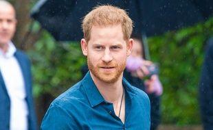 Le prince Harry lors de sa rencontre avec les membres du Invictus Games Choir devant les studios Abbey Road en février 2020