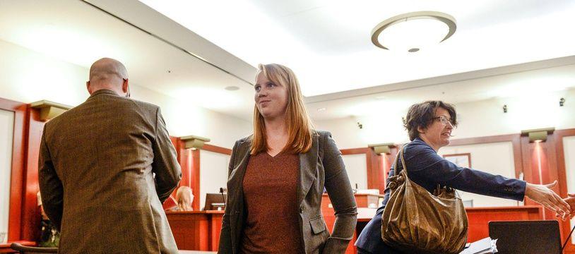 Tilli Buchanan quitte la salle d'audience, à Salt Lake City (Utah), le 19 novembre 2019.