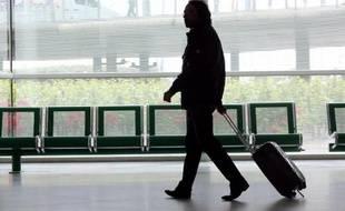 Un voyageur à l'aéroport de Bordeaux-Mérignac le 11 juin 2013