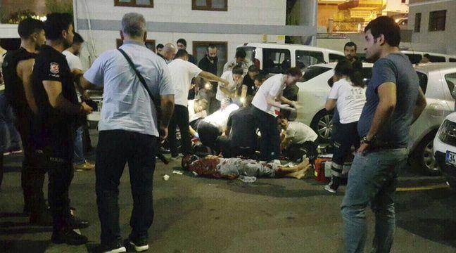 La police turque sur les lieux du meurtre d'un policier à Istanbul, le 13 août 2017. – AP/SIPA