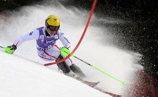 Kitzbühel, une fois évacuée la pression de sa descente finalement disputée samedi mais en version courte, relance avec son slalom dominical le combat entre l'Autrichien Marcel Hirscher et le Croate Ivica Kostelic au général de la Coupe du monde de ski alpin.