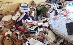 Il au fallu deux jours pour nettoyer l'appartement.