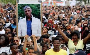 Environ 1.500 personnes ont défilé à Beaumont-sur-Oise en hommage à Adama Traoré, samedi 21 juillet.