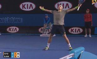 Denis Istomin à l'Open d'Australie contre Novak Djokovic, le 17 janvier 2014.