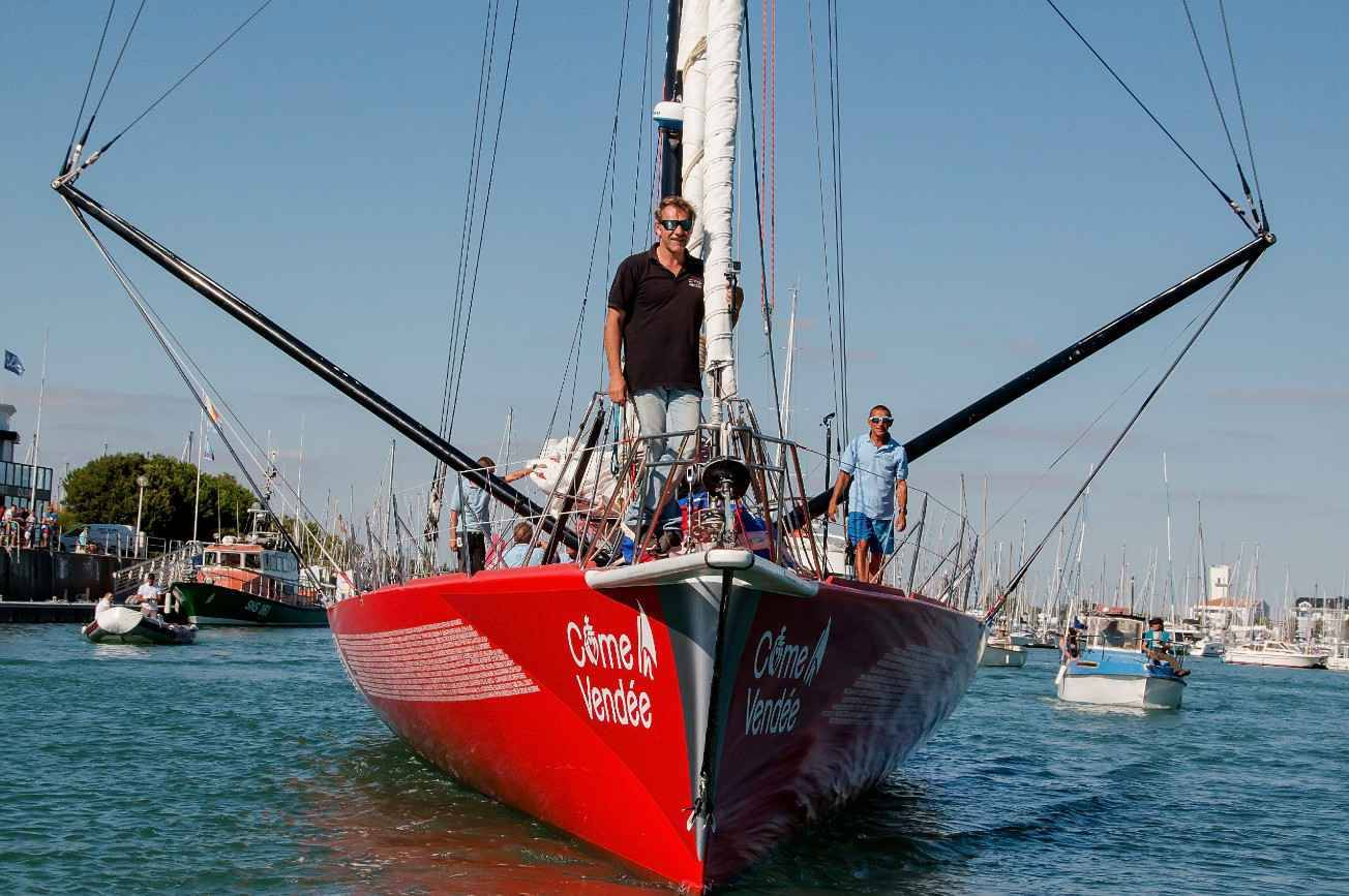 Vendée Globe 2016 : Didac Costa, le pompier catalan a repris la mer