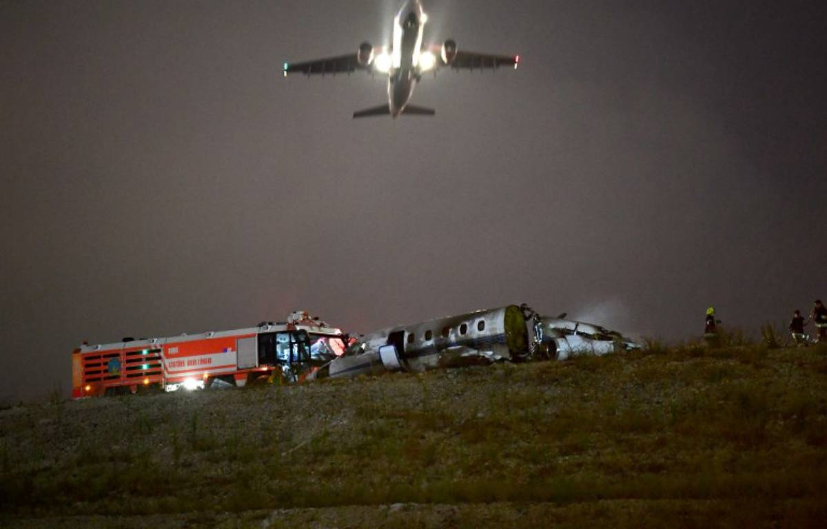 Un avion privé s'est écrasé à l'aéroport Ataturk d'Istanbul. – OZAN KOSE / AFP