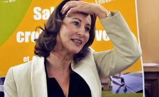 """Ségolène Royal (PS) a tendu lundi la main aux centristes, qui ont été selon elle """"très mal traités"""" lors du remaniement du gouvernement, et appelé les socialistes à accélérer la préparation de la présidentielle de 2012."""