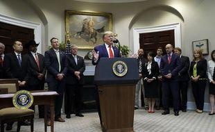 Le président Donald Trump répond aux questions des journalistes lors d'un événement sur «la transparence des directives et de l'application des lois fédérales» à la Maison Blanche, le 9 octobre 2019