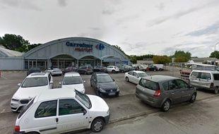 L'enfant a été retrouvé devant le Carrefour Market.