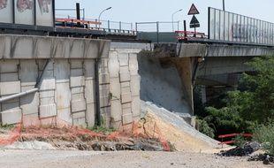 Un affaissement du mur soutenant le pont de Gennevilliers.