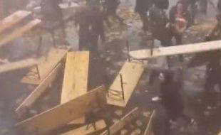 Les supporters lensois ont détruits plusieurs tables d'un bar valenciennois