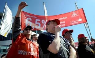 Près de 400.000 salariés du secteur de la métallurgie en Allemagne ont participé à un mouvement de grève en une semaine pour réclamer des hausses de salaires, a annoncé mercredi le syndicat allemand IG Metall.