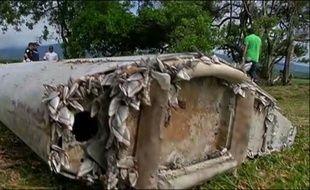 Débris d'avion retrouvé à La Réunion: un morceau du MH370?