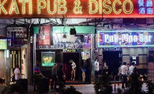 Les bars et enseignes fluorescentes du quartier de Wanchai, le 4 novembre 2014 à Hong Kong