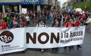 Des syndicats et des organisations ont annoncé leur intention de contester devant les tribunaux cette loi, qui doit rester en vigueur jusqu'au 1er juillet 2013, mais cette procédure pourrait prendre plusieurs années avant d'aboutir.