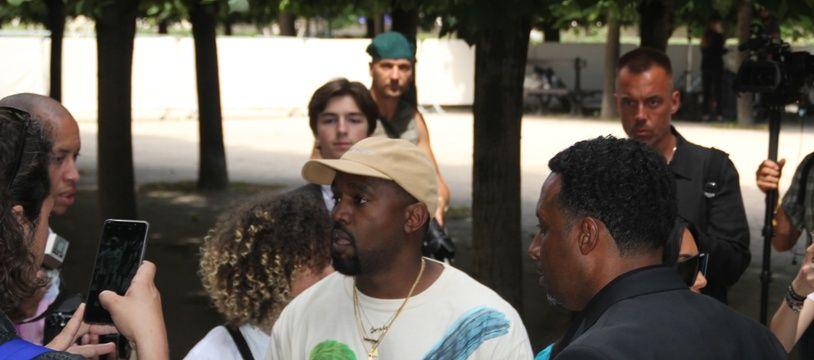 Le rappeur Kanye West à la Fashion Week de Paris