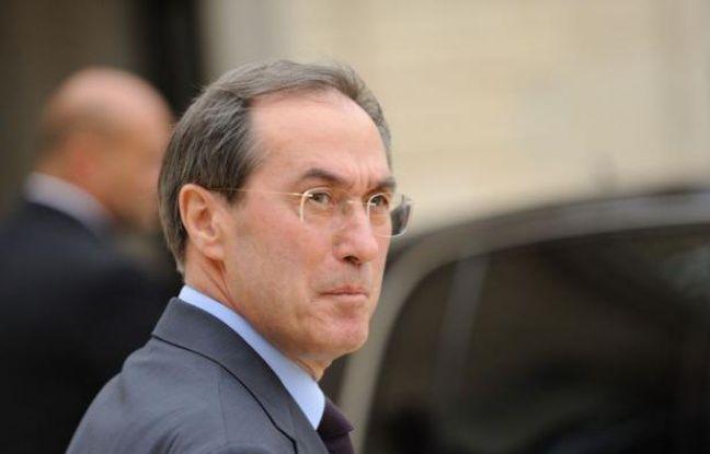 Le ministre de l'Intérieur Claude Guéant dans la cour de l'Elysée, le 5 octobre 2011.