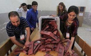 Les Kurdes irakiens ont voté samedi pour élire leur Parlement régional sur fond de tensions avec le gouvernement fédéral à Bagdad et de combats en Syrie entre Kurdes et jihadistes.