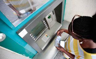 Un distributeur automatique bancaire. (Illustration)