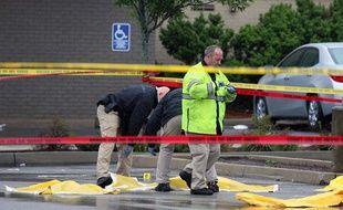 La police de Boston police enquête sur les lieux où Usaama Rahim, un islamiste présumé de 26 ans sous surveillance du FBI, a été abattu le 2 juin 2015 à Boston.