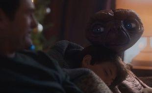 Elliott et E.T. se retrouvent 40 ans plus tard, le temps d'une publicité