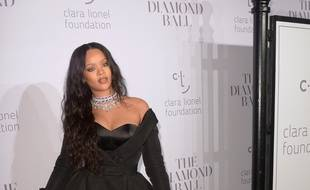 La chanteuse et actrice Rihanna arrivant au Diamond Ball à New York