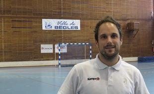 Bègles, le 4 septembre 2014 - Emmanuel Mayonnade, coach de l'UMB-B, avant la reprise du championnat de LFH