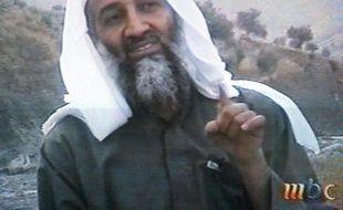 """Oussama ben Laden, inquiet de voir Al-Qaïda subir """"catastrophe après catastrophe"""", avait même pensé à changer le nom de son groupe, a affirmé lundi la Maison Blanche avant la publication de documents saisis lors du raid contre le repaire du chef extrémiste il y a un an"""