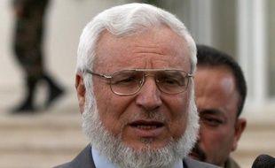 Le président du Parlement palestinien Aziz Dweik, arrêté par l'armée israélienne, a été placé en détention administrative pour six mois, alors qu'un autre député du Hamas a été arrêté dans la nuit de lundi à mardi, a annoncé mardi le mouvement islamiste