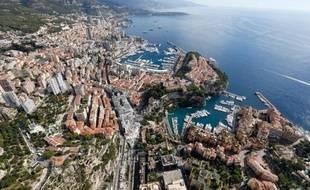 """Le prince Albert II de Monaco a choisi Bouygues Travaux Publics comme opérateur privilégié pour son projet d'extension de six hectares gagnés sur la mer, dont la première étape sera une immense """"dalle"""" sous-marine d'un coût d'un milliard d'euros, a confirmé mardi le Palais princier."""