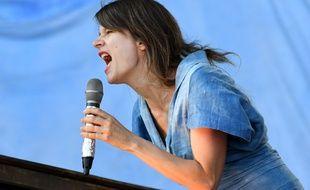 La chanteuse Camille, ici lors de la 26e édition des Vieilles Charrues à Carhaix, en juillet 2017.