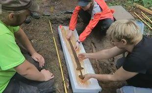 L'épée découverte dans le terrain d'un Finlandais daterait de l'époque des Vikings.