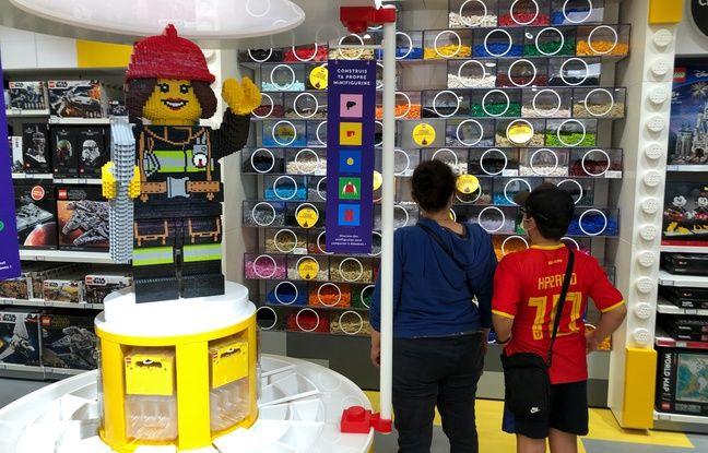 Le fameux mur de briques, à l'intérieur du Lego store de Nantes-Atlantis