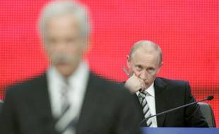 Russia's President Vladimir Putin (R) looks on as Duma speaker Boris Gryzlov addresses the congress of the main pro-Kremlin United Russia party in Moscow October 1, 2007.  Putin also announced he would head the party's list for December's parliamentary elections, guaranteeing him a place in the Duma.