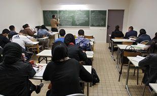 Lille, le 27 mars 2013. Le lycee prive musulman Averroes, dans le quartier sensible de Lille-Sud, a obtenu 100% de reussite au baccalaureat.