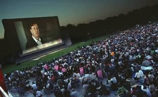 Le cinéma en plein air de la Villette. Illustration