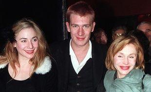 Julie, Guillaume et Elisabeth Depardieu à Paris en 1999.