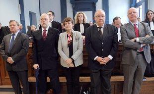 De gauche à droite, Bernard Deserable, président de la Chambre de Commerce d'Amiens,  Roger Davis, directeur de l'ESC Amiens, Isabelle Mathieu, directrice  administrative et financière de Sup de Co Amiens, Georges Pouzot, directeur de l'Institut supérieur d'administration et de management et Jean Louis Mutte, Directeur Général de Sup de Co attendent, le  24 mars 2011 le début de l'audience au tribunal d'Amiens.