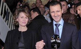 Bachar al-Assad et sa femme Asma arrivent dans un bureau de vote de Damas le 27 février 2012 lors d'un référendum sur la Constitution.